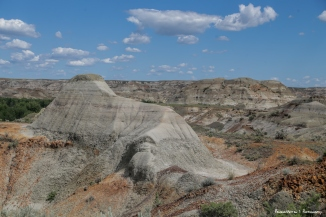 Fabulous colours. Today, water from prairie creeks and run-off continues to sculpt the layers of these badlands